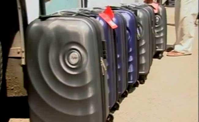 विधायकों को दिये जाने वाले सूटकेस
