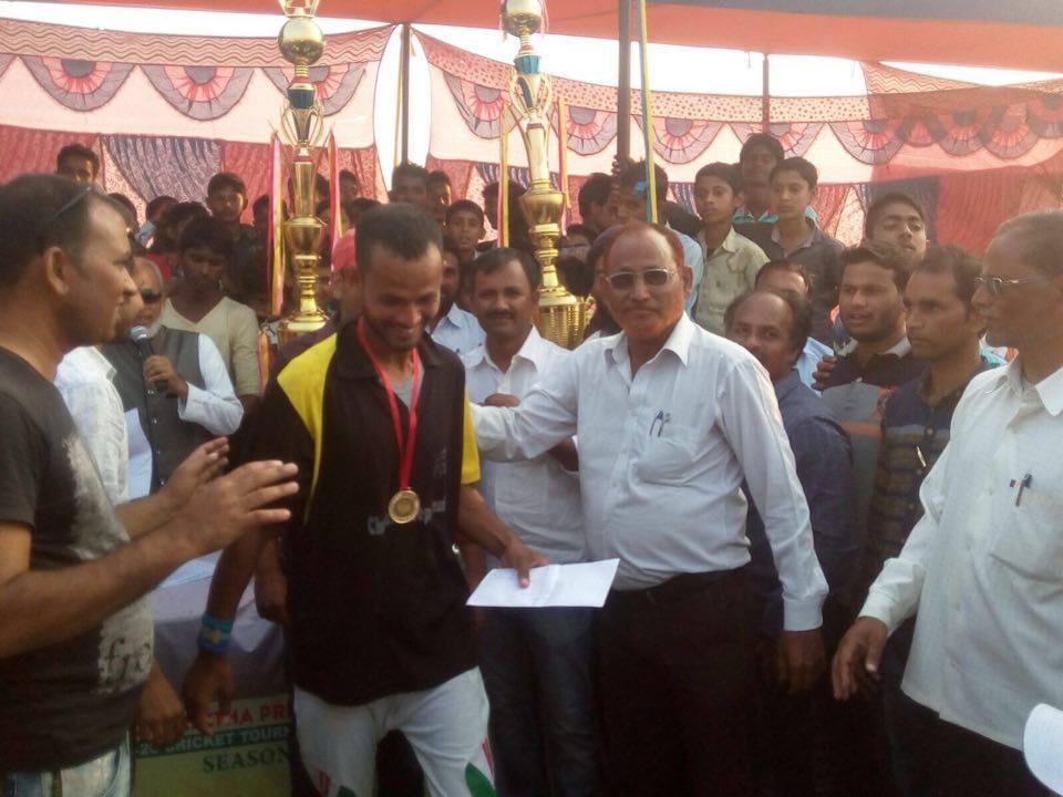 नजीब अहमद के संग विजेता टीम