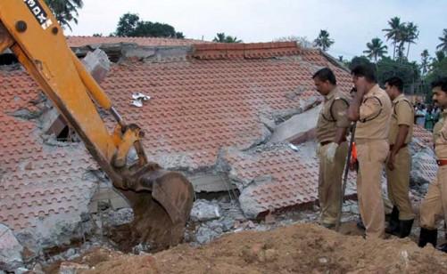 kollam-temple-police-inspect-rubble-afp_650x400_61460280581