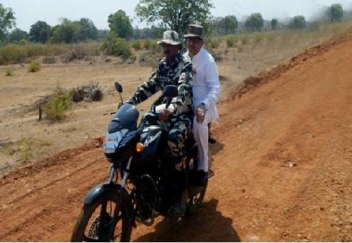 रमण सिंह;बिना हेलमेट की सवारी