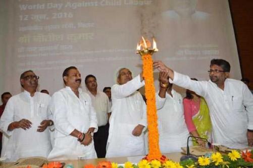 PATNA, JUNE 12 (UNI):- Bihar Chief Minister Nitish Kumar lighting the lamp to inaugurating function of World Day Against Child Labour at Adhiveshan Bhawan in Patna on Sunday. UNI PHOTO-29U