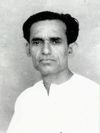 अब्दुल गफूर 1973-75 तक मुख्यमंत्री रहे