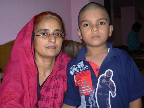 अर्चना सिंह अपने बेटे के साथ