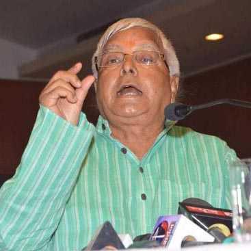 PATNA, OCT 8 (UNI)-  RJD chief Lalu Prasad addressing a press conference in Patna on Thursday. UNI PHOTO-52U