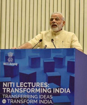 NEW DELHI, AUG 26 (UNI):- Prime Minister Narendra Modi delivering his inaugural address at the NITI 'Transforming India' Lecture Series, in New Delhi on Friday. UNI PHOTO-19U
