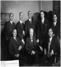 (बाएं से दाएं) महाराजा जाम साहेब, सर विलयम स्टेवेनसन और सर अली इमाम.