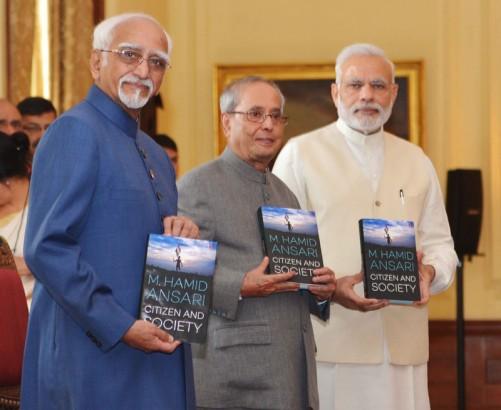 The President, Shri Pranab Mukherjee releasing the book 'Citizen and Society', authored by the Vice President, Shri M. Hamid Ansari, at Rashtrapati Bhavan, in New Delhi on September 23, 2016.  The Prime Minister, Shri Narendra Modi is also seen.