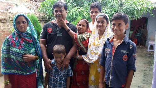 रऊफ घर पहुंचते ही बीवी बच्चों से मिले