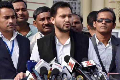 PATNA, DEC 2 (UNI):-Bihar Deputy Chief Minister Tejashwi Yadav (C) talking to reporters during winter session of the Legislative Assembly in Patna on Wednesday. UNI PHOTO-22U