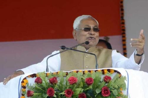 PATNA, JAN 26 (UNI):- Bihar Chief Minister Nitish Kumar addressing a gathering of Sakraich Mahadalit Tola during 68th celebration of Republic Day in Patna on Thursday. UNI PHOTO-215U