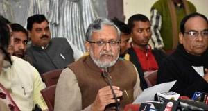 PATNA, JAN 31 (UNI)- BJP senior leader Sushil Kumar Modi addressing a press conference in Patna on Tuesday. UNI PHOTO-47U