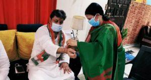 वार्ड पार्षद माला सिन्हा ने बांधी कांग्रेस नेता शाकिर अली की कलाई में राखी